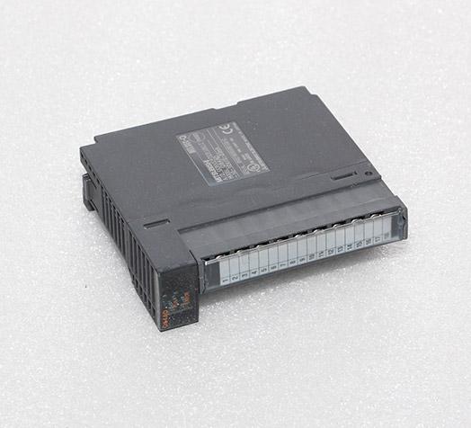 三菱控制器 Q64AD