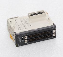 欧姆龙plc  CJ1W-OD261